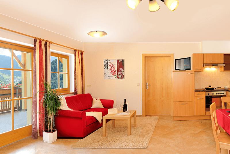Spaziosi appartamenti per vacanze nella fattoria a Luson / Alto Adige