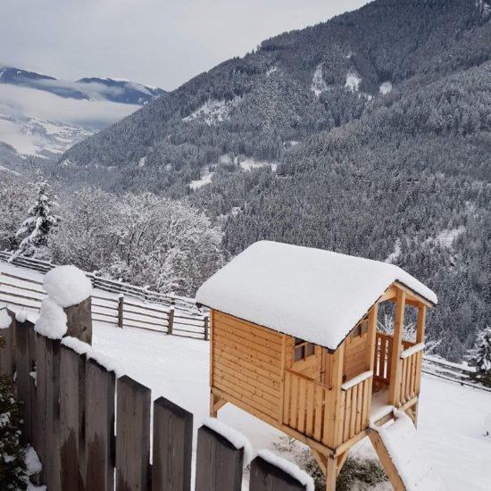 Unser Spielhaus im Winter